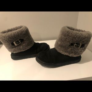 UGGS booties black with fur. size 8